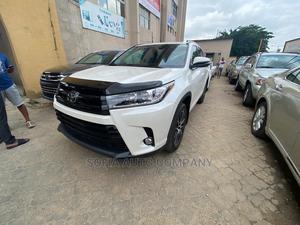 Toyota Highlander 2018 SE 4x4 V6 (3.5L 6cyl 8A) White | Cars for sale in Lagos State, Ikeja