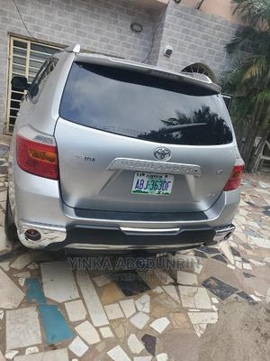 Toyota Highlander 2008 Limited 4x4 Silver | Cars for sale in Abuja (FCT) State, Central Business District