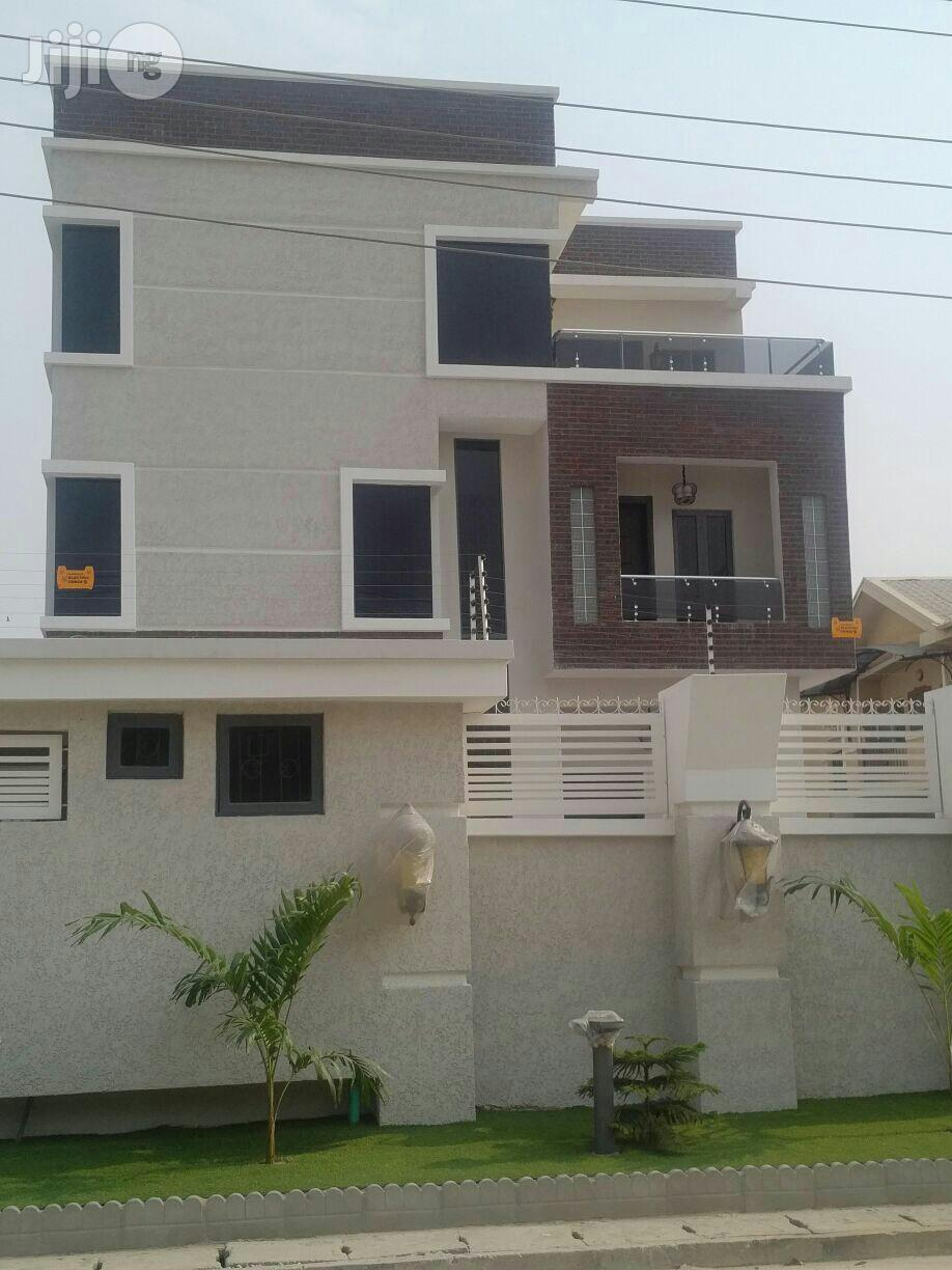 Clean 7 Bedroom Mansion Off Admiralty Way Lekki Phase 1 For Sale.